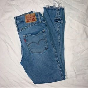 721 High Rise Skinny Levi's 25 ankle cut!